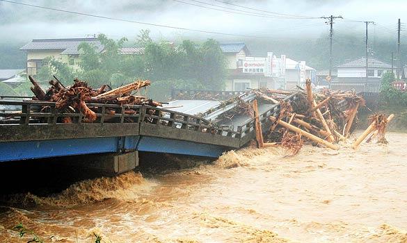 Japan-typhoon_599632a kobe shimbun