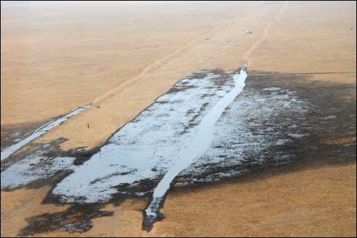 oil pipe leak france