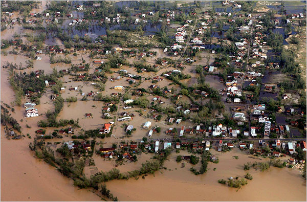 Typhoon Ketsana Batters Vietnam 1