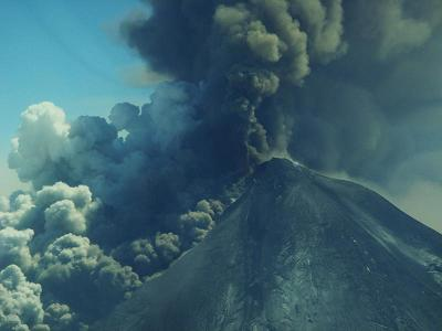 Pavlof volcano eruption column 18May2013 T-Chesley