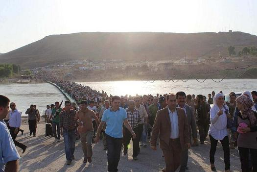 syrians cross border into iraq
