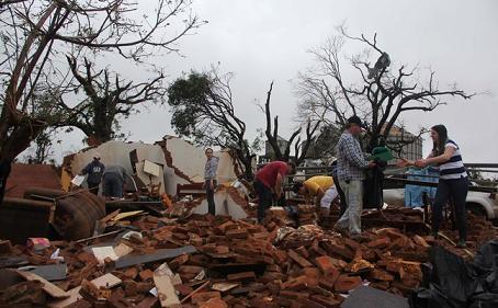 Tornado hits Taquarituba