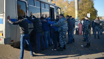 moscow migrant workers rounded up for mass detention