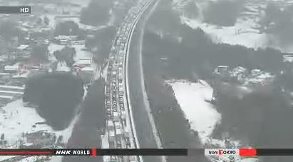 heavy snow blocks expressway to tokyo