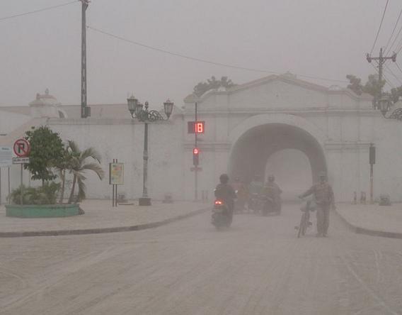 Kelud eruption 2014 ash raining in Yogyakarta
