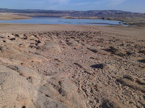 calif--folsom-lake-drought-Jan2014